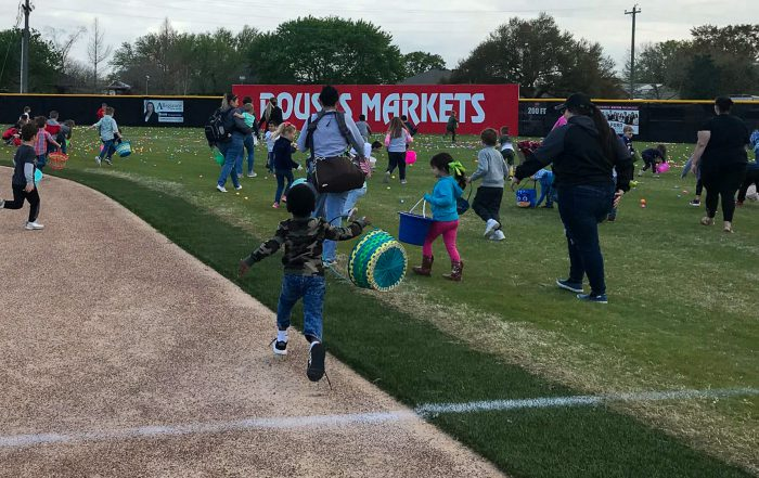 CHILDREN SEARCHING FOR EGGS AT HUNT 2021